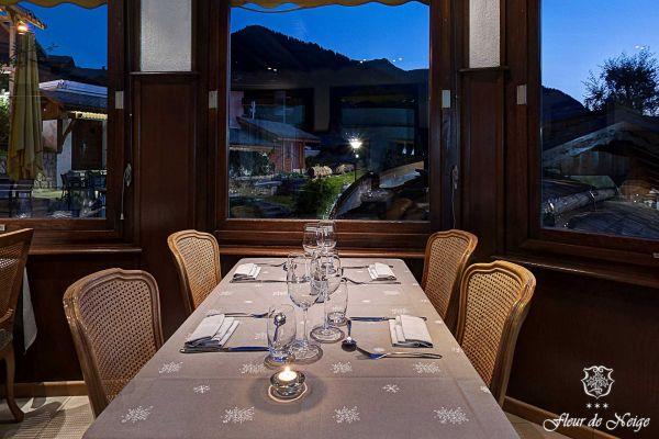 restaurant3-2016E24B93A5-6CB9-235D-6C28-906B532E7117.jpg